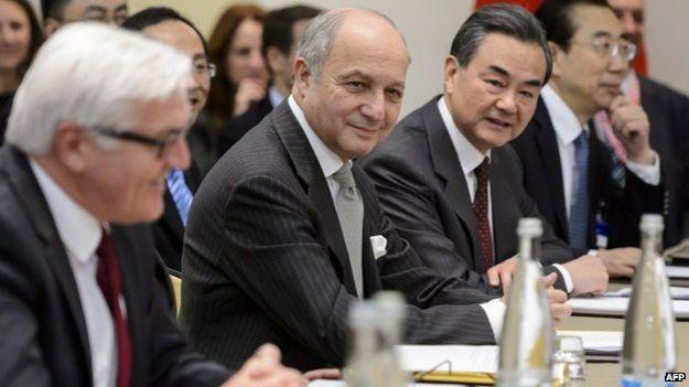 شدت گرفتن مذاکرات اتمی در آستانه مهلت سه شنبه
