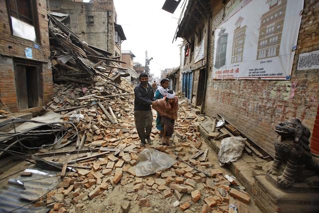 مرگ ده ها نفر در تازه ترین زمینلرزه نپال؛ هلی کوپتر آمریکایی ناپدید شد
