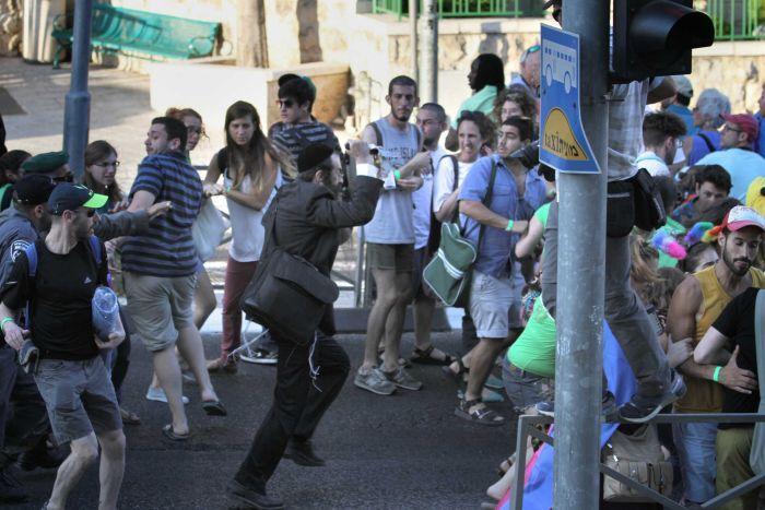 یک یهودی افراطی چهار نفر را در رژه همجنسگرایان در بیتالمقدس با چاقو زد