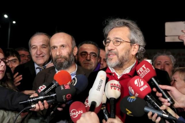 Editor-in-chief of Cumhuriyet Can Dundar and Ankara bureau chief Gul speak to the media after being released from prison outside the Silivri prison complex near Istanbul
