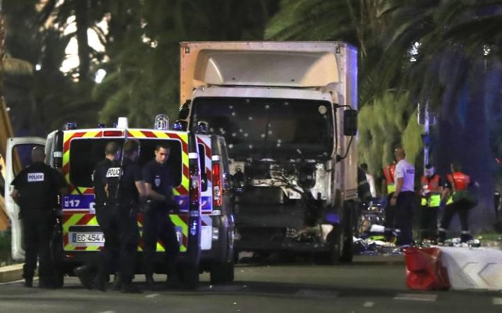 parsis-truck-crashes-to-crowd-persian-herald