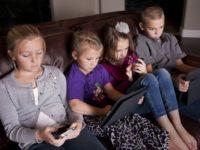 والدین چگونه میتوانند رفتار آنلاین بچهها را کنترل کنند؟