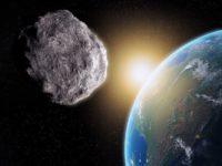 یک سیارک از نزدیکی زمین عبور میکند