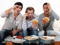 چرا نباید جلوی تلویزیون غذا خورد؟