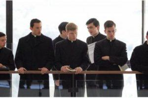 کشیشهای کاتولیک از سراسر جهان به واتیکان رفتهاند تا جنگیری بیاموزند