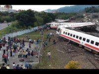 خروج قطاری از ریل در تایوان بیش از ۲۰ کشته بهجا گذاشت است
